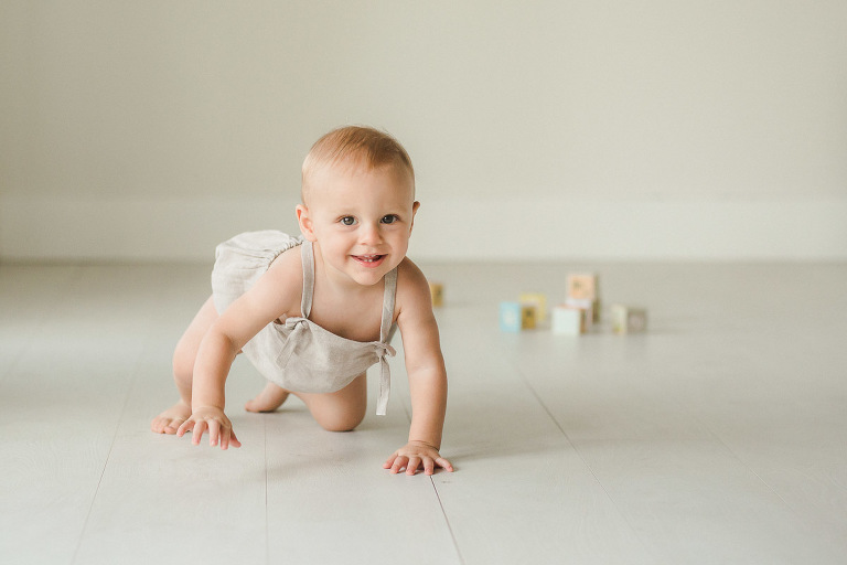 baby one year studio portraits | Sweet Caroline Photographie